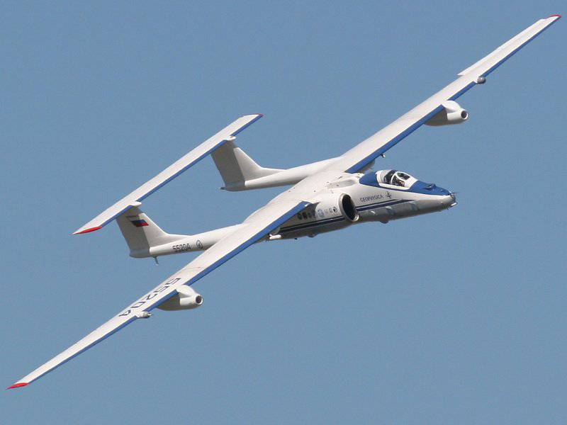 Полет самолета М-55 фото.